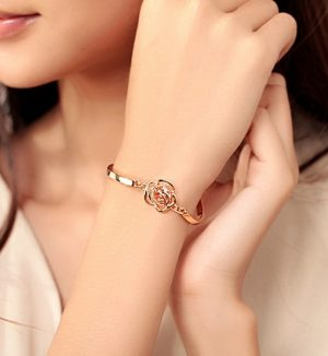 2020 new fashion Korean version of the Golden Rose upscale camellia zircon bracelet Wholesale jewelry